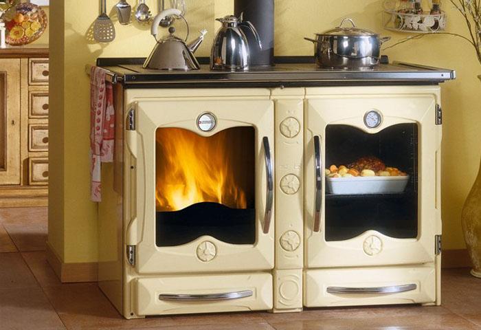 Cucine economiche - Stufe a legna per cucinare e riscaldare ...